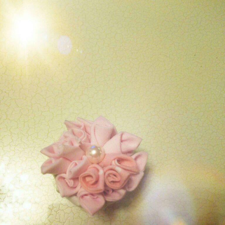 花びらがいっぱいのブローチ.jpg